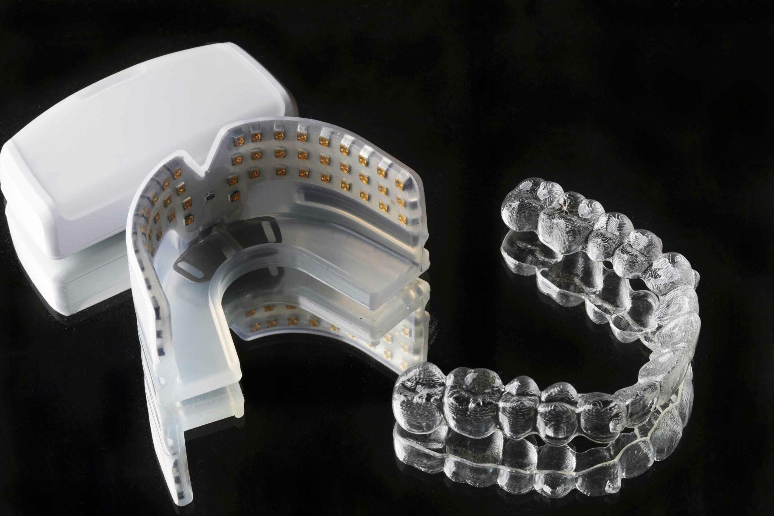 ▲祐民獨家引進OrthoPluse加速器,可促進細胞再生使牙齒容易被移動,在隱適美與加速器的搭配使用下,不僅讓矯正效果更快更好,還可以舒緩矯正中可能產生的痠痛。